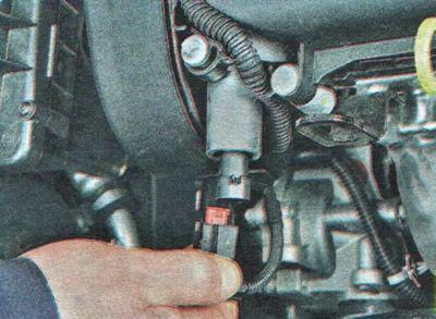 Снимаем электромагнитный клапан Шевроле Авео