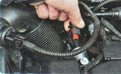 Similarly remove the electromagnetic valve of Chevrolet Aveo