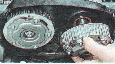 Remove gears of Chevrolet Aveo distribution shafts
