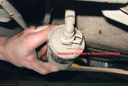 Удаление фиксаторов на топливном фильтре Шевроле Авео