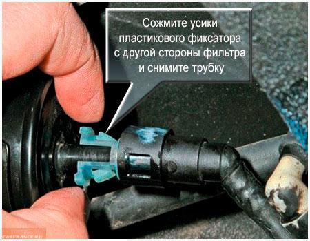 Съем бензопроводов с топливного фильтра Шевроле Авео