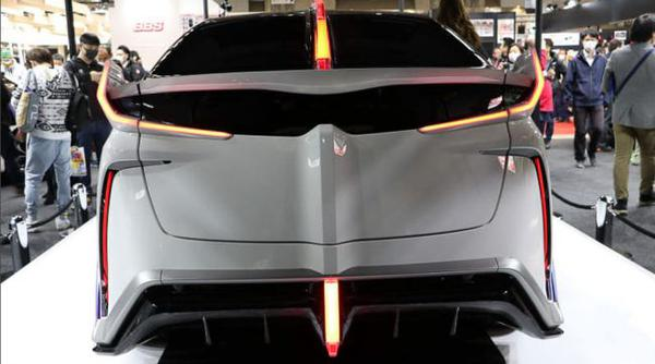 В Токио представлен концепт-кар на базе Toyota Prius 3