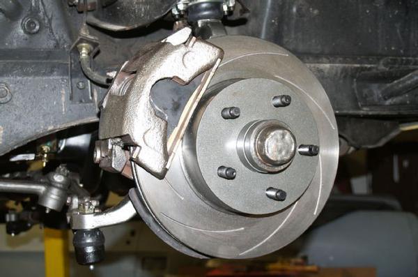 Передние дисковые тормоза автомобиля