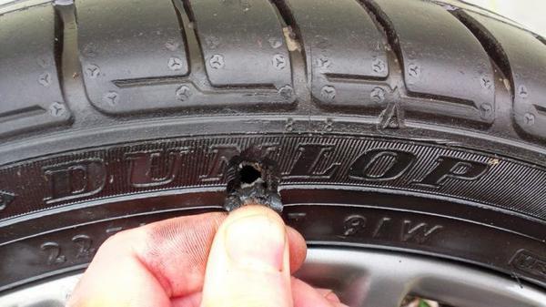 Особенности ремонта боковых порезов шин