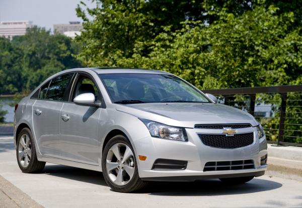 Sidenja-na-Chevrolet-Cruze-kak-snjat-i-zamenit4.jpeg